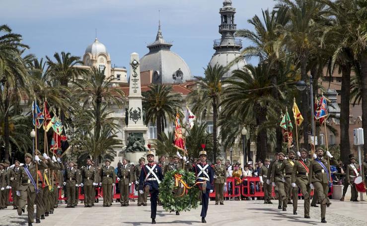 El Regimiento de Artillería de Cartagena homenajea a los héroes del alzamiento del 2 de mayo