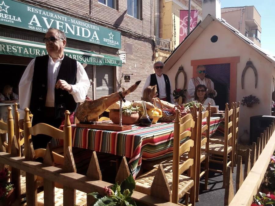 Cientos de huertanos y 50 carrozas toman las calles de Bullas para festejar a San Marcos