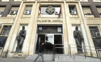 Tres años y medio de cárcel para una mujer por un atraco a un banco en Murcia
