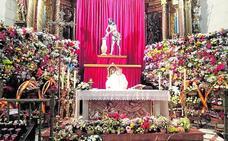 Honores y flores para el Cristo de la Columna