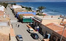Vecinos de Calnegre piden aparcamientos en las calas y terrazas abiertas todo el año