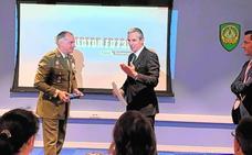El profesor Pablo Blesa es distinguido por la OTAN