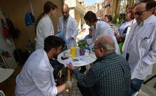 Pruebas diagnósticas gratis y reparto de fruta en la feria 'Lorca Saludable'