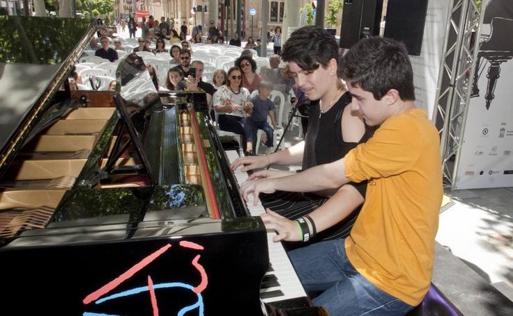 Murcia, mecida por el sonido de 'pianos en la calle'