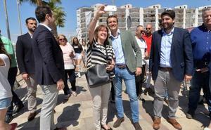 Casado pide en Águilas unir al centroderecha para que Sánchez no tenga «las manos libres»