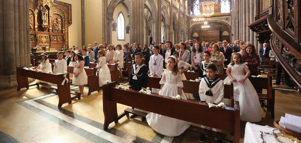 Los hijos hacen la comunión aunque sus padres no vayan a misa