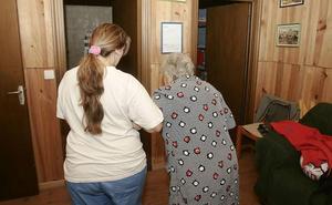 Los cuidadores familiares de dependientes dados de alta en Seguridad Social casi se triplican en Murcia