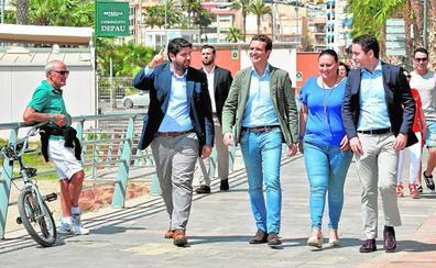Pablo Casado insiste en Águilas en «unir el centro derecha» para frenar al PSOE