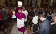 La primera misa del obispo Chico, en la Caridad