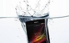 Lo que debes hacer si tu móvil se moja, según Xiaomi (y no es enterrarlo en arroz)