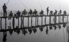 Pescadores en la niebla