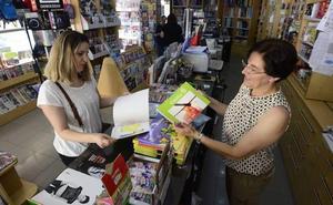 Los padres de 37.000 alumnos recogerán en junio en sus colegios el cheque para los libros