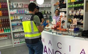 Un vigilante de seguridad detiene a un encapuchado que quería robar en dos farmacias en Murcia