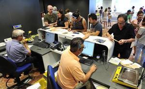 Casi 15.000 murcianos votan por correo para las elecciones del 26-M