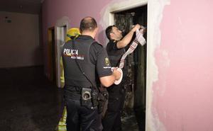 Treinta okupas quedan atrapados en el incendio de un edificio en Javalí Nuevo
