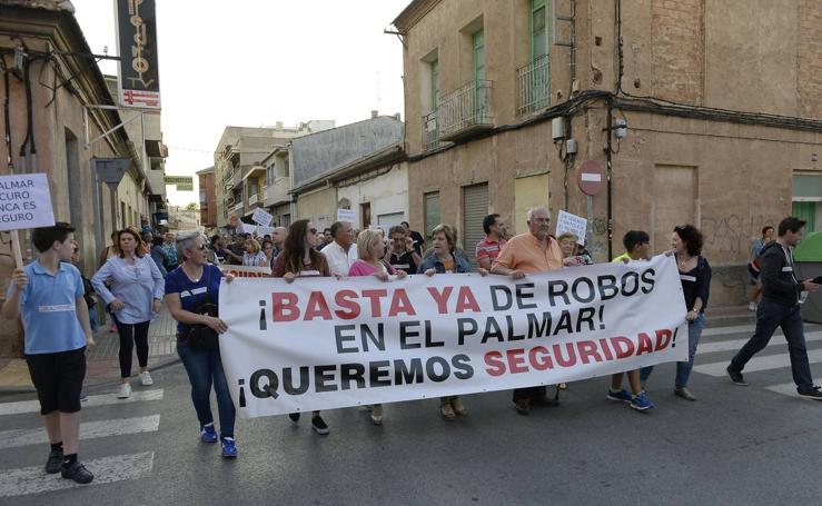 Manifestación de los vecinos en El Palmar como protesta ante la oleada de robos