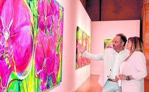 Los Muher plantan en el Almudí una colección de piezas de temática floral