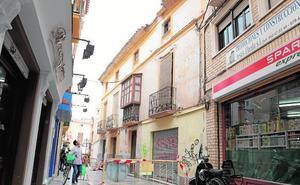 La caída de una cornisa alerta del riesgo por el deterioro de edificios en Lorca