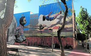 Un mural de 12 metros de altura renueva el jardín de Santa Rosa