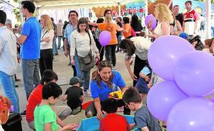 El Día de la Familia abarrota el jardín de la Seda de Murcia con talleres y actividades