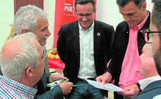 Saavedra entrega una carta a Sánchez para solucionar los problemas del ferrocarril