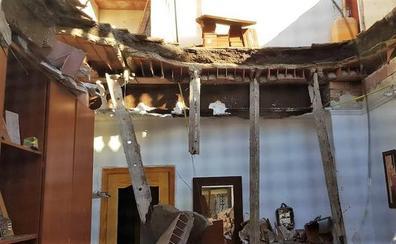 Una anciana sufre una crisis nerviosa tras desplomarse el techo de su casa en La Unión