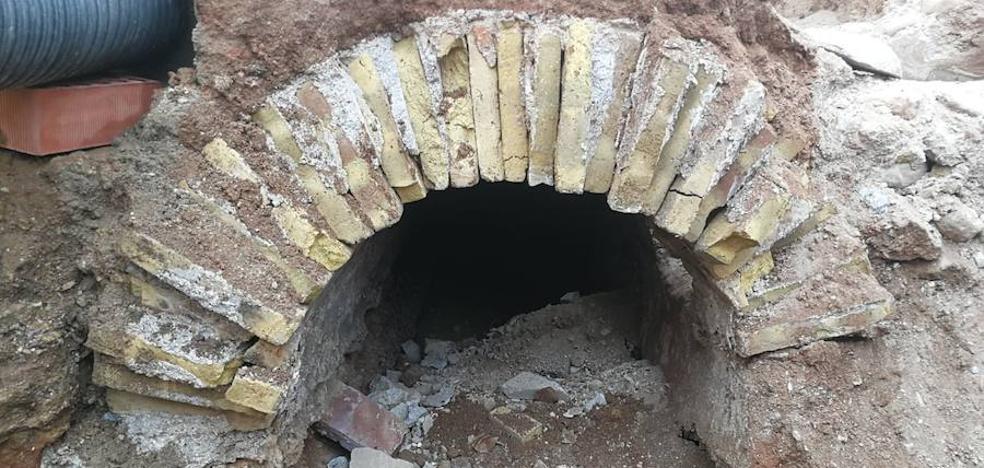 Unas obras sacan a la luz en Mazarrón la red hidráulica de finales del XIX