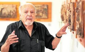 Clase magistral de Antonio Oteiza a los alumnos de la Escuela de Arte