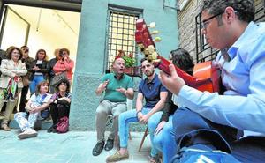 Curro Piñana lleva el flamenco a la exposición en Murcia de Marcos Salvador Romera