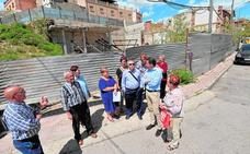 Un muro 'sujetará' la montaña en la calle Portijico de Lorca, donde se construirá un parque