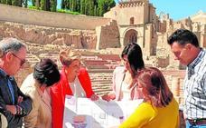 Arroyo apuesta por excavar el pórtico para completar el Teatro Romano