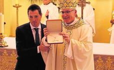 Cehegín homenajea al obispo Chico