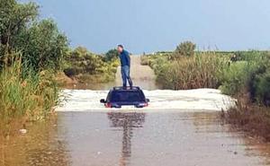 Una tormenta descarga granizo y anega calles en el Altiplano y la Vega Alta