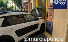 Una conductora empotra su coche en una clínica de Murcia tras sufrir un mareo al volante
