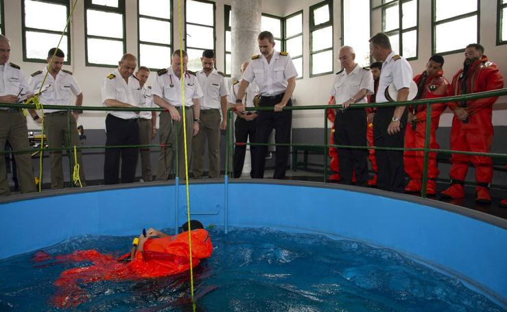 El Rey felicita a los submarinistas de la Armada por el ejercicio 'Cartago'19'