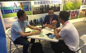 La Región viaja a China para atraer a equipos de fútbol