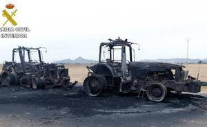 Investigan a dos personas por el incendio intencionado de cuatro vehículos agrícolas en Yecla