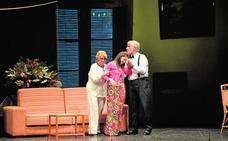 La compañía de teatro de las Amas de Casa pone en escena la comedia 'Más acá del más allá'