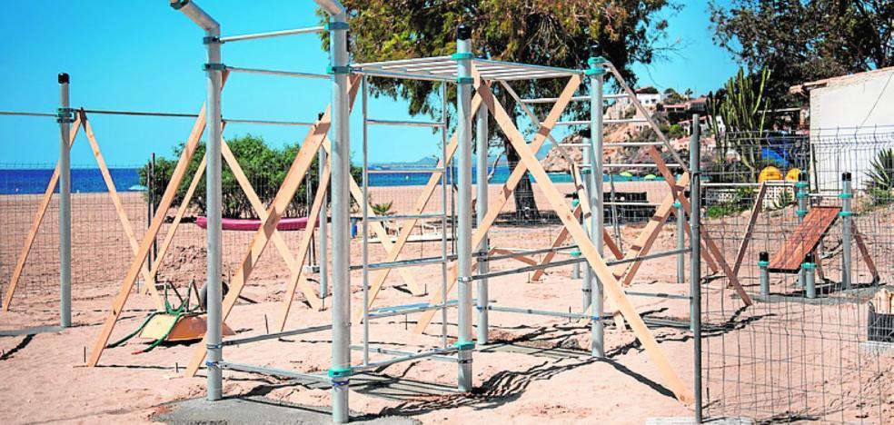 La playa de Bolnuevo de Mazarrón estrenará un gimnasio de calistenia en la misma arena