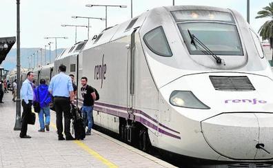El tren híbrido presta servicio hasta ahora a 40 viajeros diarios de Cieza y Hellín