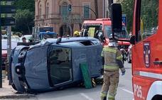 Una mujer queda atrapada en un vehículo volcado en Murcia