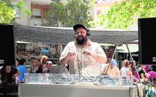 La música DJ suena en el mercado de La Fama de Murcia