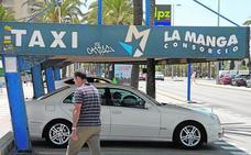 Los taxistas del centro de Cartagena exigen vía libre para hacer servicios en La Manga a partir de hoy