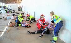 Alumnos de la UCAM ensayan en Los Dolores cómo atender un accidente laboral y una intoxicación masiva