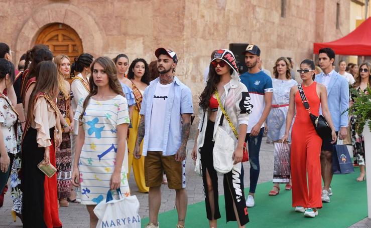 Las últimas tendencias de la moda despiden la 'Shopping del Verano'