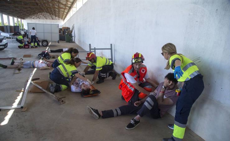 Alumnos de la UCAM ensayan en el campus de Los Dolores cómo atender un accidente laboral