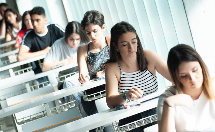 EBAU 2019: Comienzan las pruebas de acceso a la universidad en el Aulario Norte del Campus de Espinardo