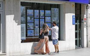La compraventa de viviendas baja un 8,2% en abril en la Región