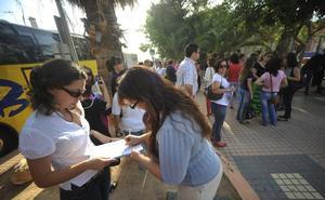 Protesta en Canteras por el cierre de un aula de Infantil