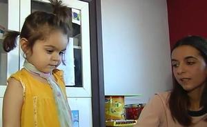 Así es Claudia, la niña superdotada que ya escribe poemas con solo dos años